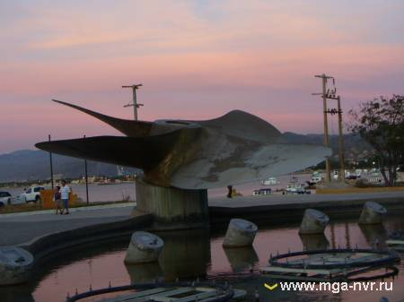 Памятник Танцующий фонтан и Гребной винт (Мексика)